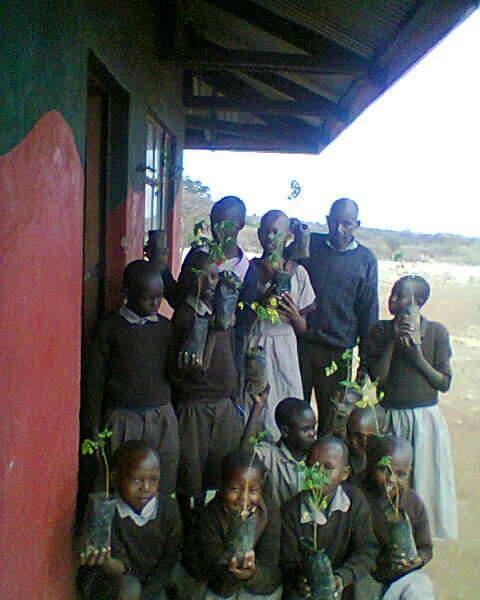 school children and moringa